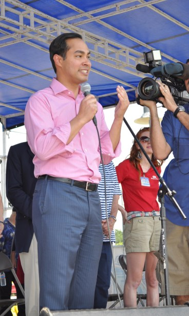 Mayor Julián Castro addresses the crowd at Woodlawn Lake Park for the 4th of July. Photo by Annette Crawford.