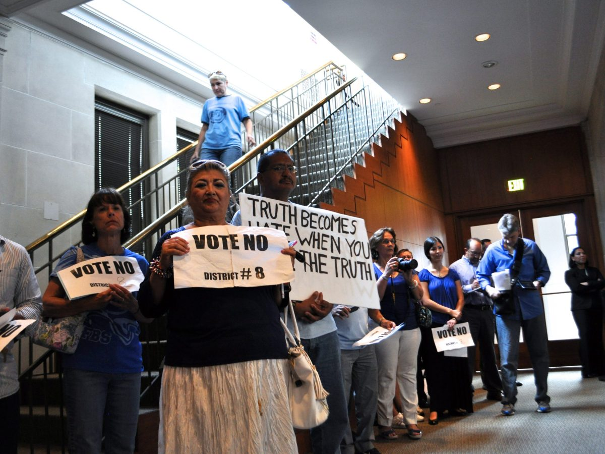 Citizens opposed to the non-discrimination ordinance gather in City Council Chambers. Photo by Iris Dimmick.