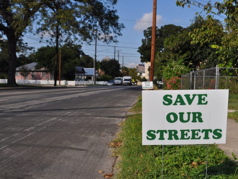 South Main Avenue residents have placed signs on their lawns in protest of H-E-B's request to close the street. Photo by Iris Dimmick.