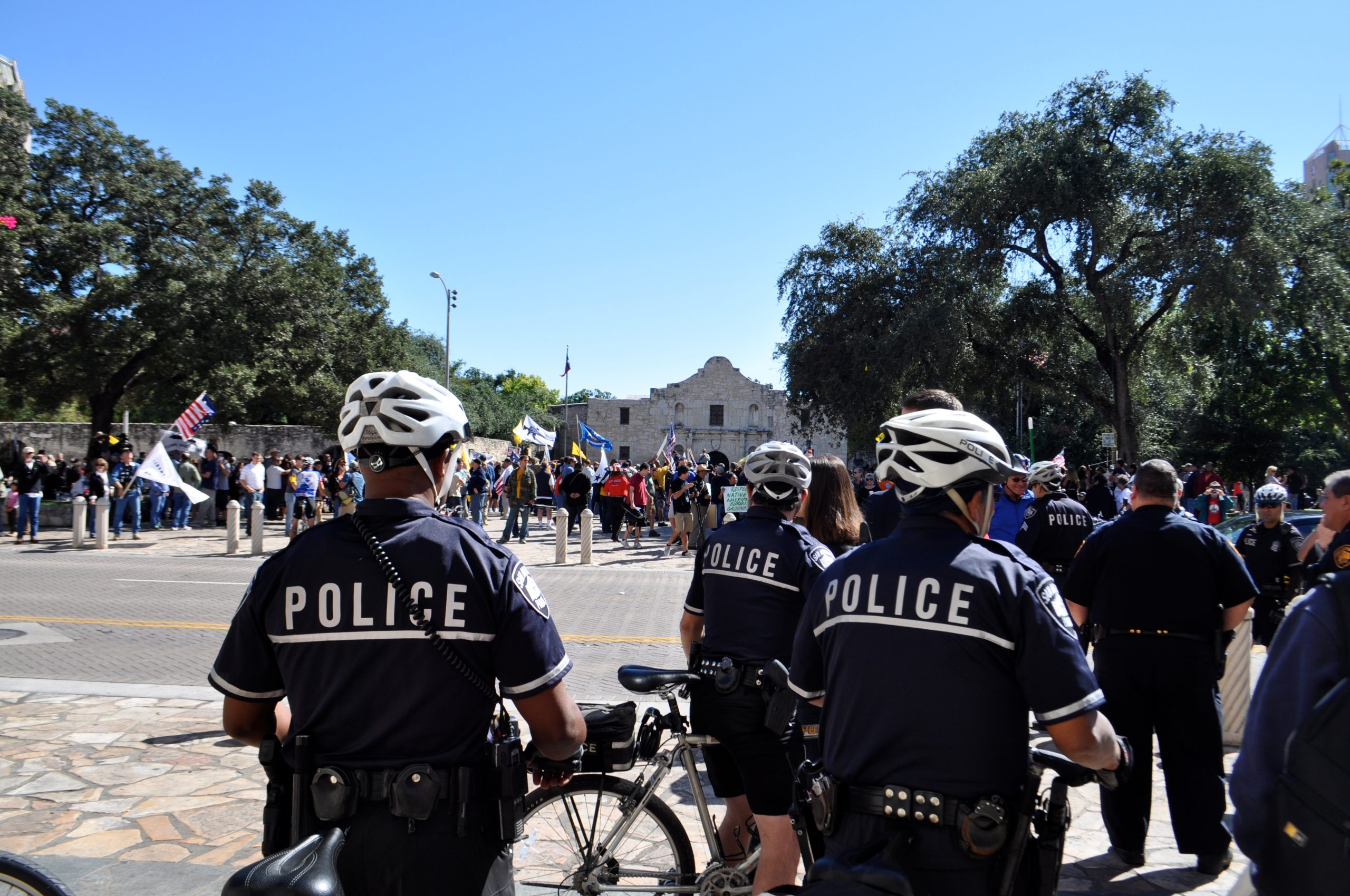 Police officers stand watch over the anti-gun law rally at Alamo Plaza. Photo by Iris Dimmick.