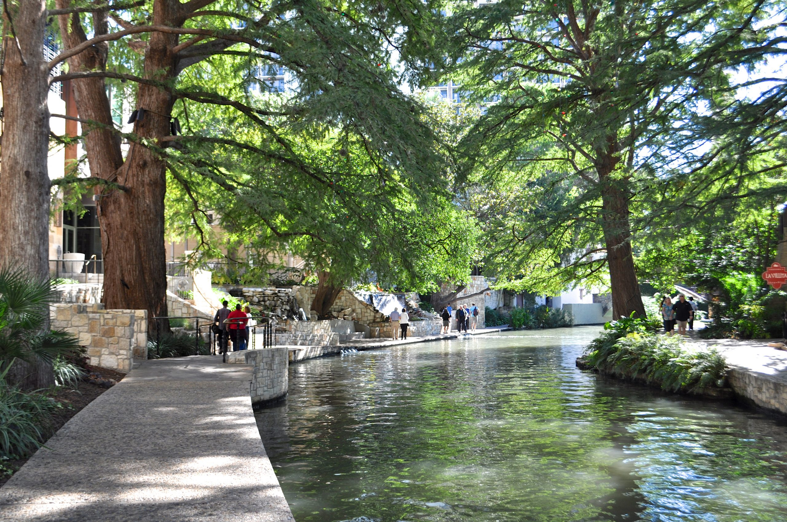 A busy afternoon on the River Walk between the newly-opened Briscoe Western Art Museum (left) and La Villita (right). Photo by Iris Dimmick.