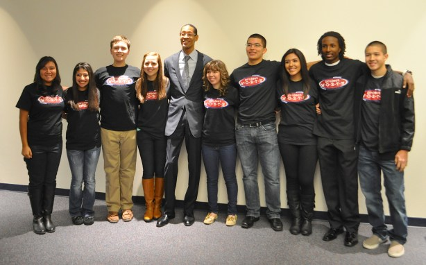 SA2020 President and CEO Darryl Byrd stands with student volunteers from Metro Health's Project WORTH. Photo by Iris Dimmick.