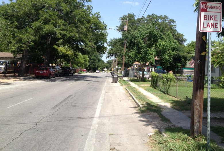 West Malone as it stands today. A recent count by the City of San Antonio showed that dozens of people used Theo and Malone bike lanes during rush hour traffic. Many more people would likely bike on these roads if the bike lanes were improved. Photo © BikeTexas.