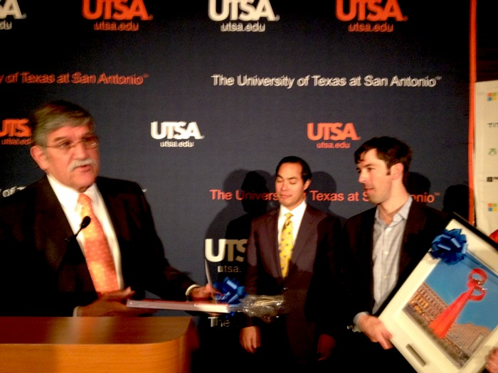 UTSA President Ricardo Romo and Mayor Julián Castro present Microsoft Director of Energy Strategy Brian Janous with a photo of the tower of friendship during the UTSA-Microsoft collaborative announcement. Photo by Robert Rivard.