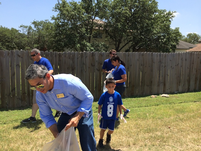 Local residents and District 8 Councilman Ron Nirenberg begin picking up trash during the mid-summer barbecue at Bonnie Conner Park. Photo by H. Drew Galloway.