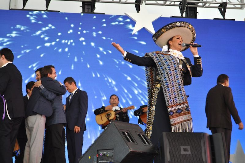 A mariachi singer takes the stage while Teletón and Univision representatives congratulate each other at the CRIT USA opening ceremony. Photo by Iris Dimmick.