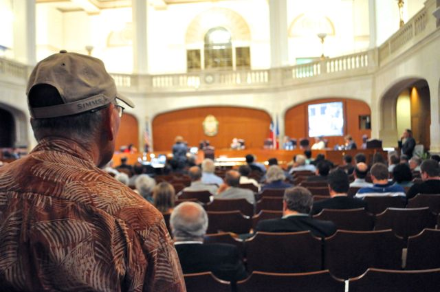 Citizens line up to speak at the public meeting in City Council chambers about the Vista Ridge pipeline contract. Photo by Iris Dimmick.