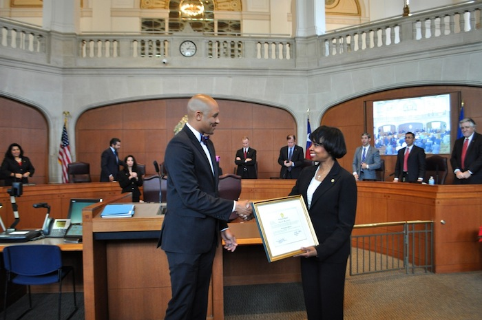 Mayor Ivy Taylor welcomes District 2 Councilmember Alan Warrick to the Council. Photo by Iris Dimmick.