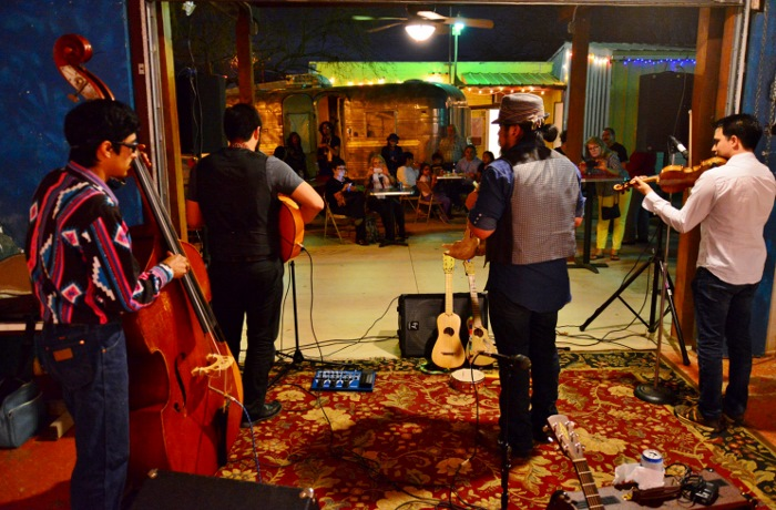 A live band performs at the Gallista Gallery. Photo by Page Graham.