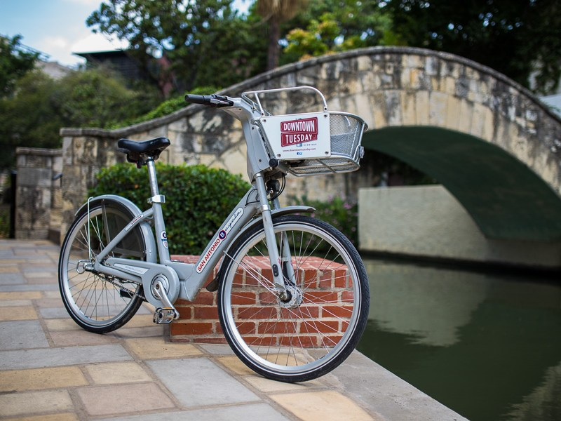 A San Antonio B-Cycle next to the San Antonio River. Photo by Scott Ball.
