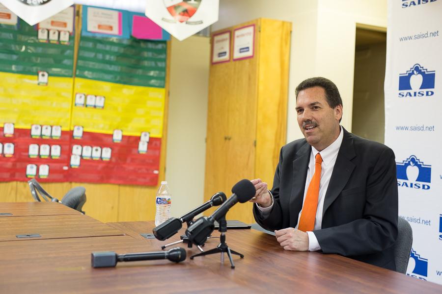 SAISD Superintendent Candidate Scott Muri speaks at a SAISD meeting. Photo by Scott Ball.