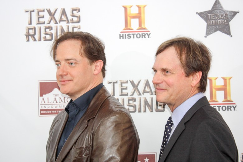 Actors Brendan Fraser and Bill Paxton walk down the red carpet at the Alamo. Photo by Kay Richter.