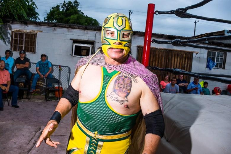 Universitario walks to the the ring. Photo by Scott Ball.