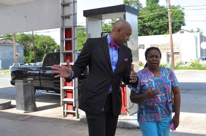 Councilmember Alan Warrick II (D2) speaks with nearby business owner Rev. Ruth A. Martin at the Handy Shop. Photo by Iris Dimmick.
