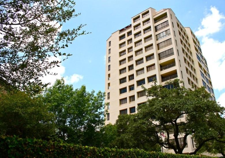 Condominiums on 4001 N New Braunfels Ave. Photo by Hagen Meyer.