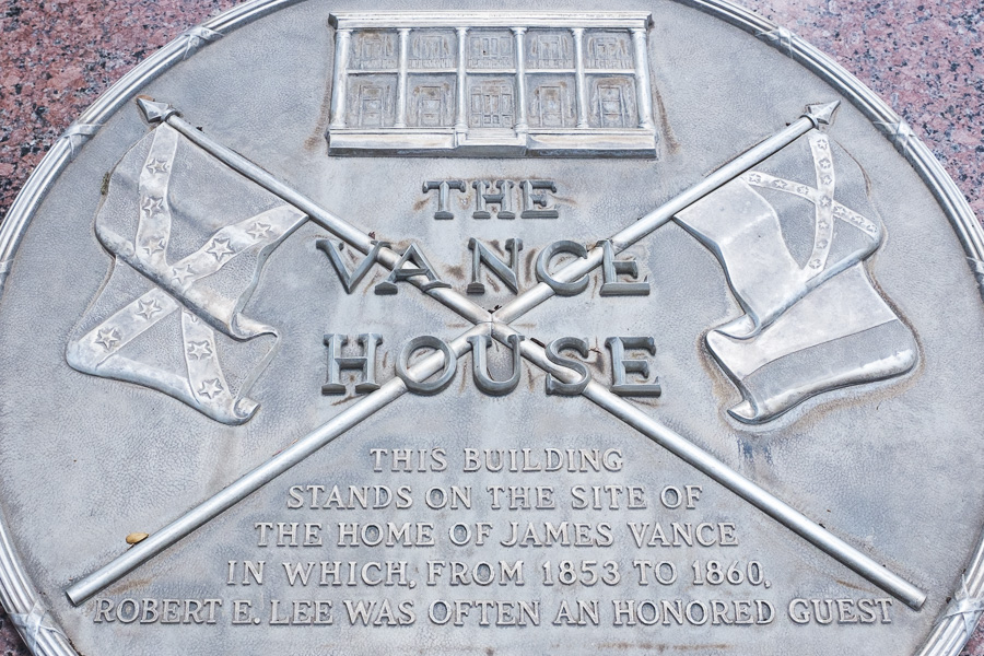 The Vance House marker at the former Federal Reserve Bank building, now owned by Bexar County. Photo by Scott Ball.