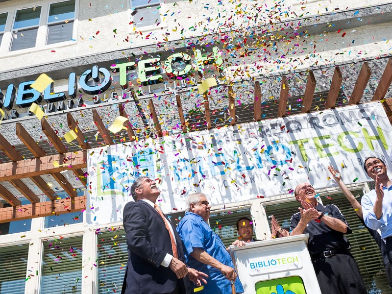 Leaders celebrate as confetti pours over the Dr. Ricardo Romo Bibliotech Digital Library. Photo by Scott Ball.