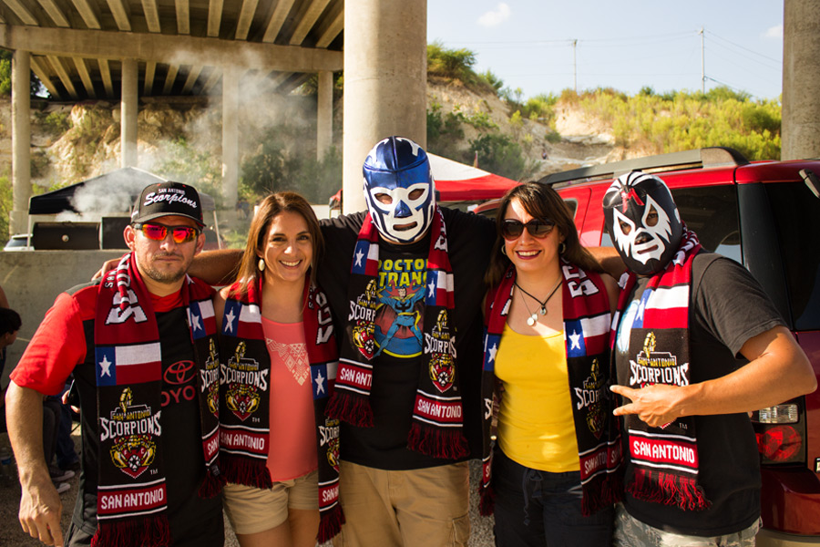 Crocketteers members enjoy a cookout together at the tailgate party before the game. Photo by Arturo Guzman.