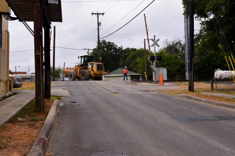 Work crews upgrading the UP tracks at Hickman, which has the shortest median of all. Photo by Page Graham.