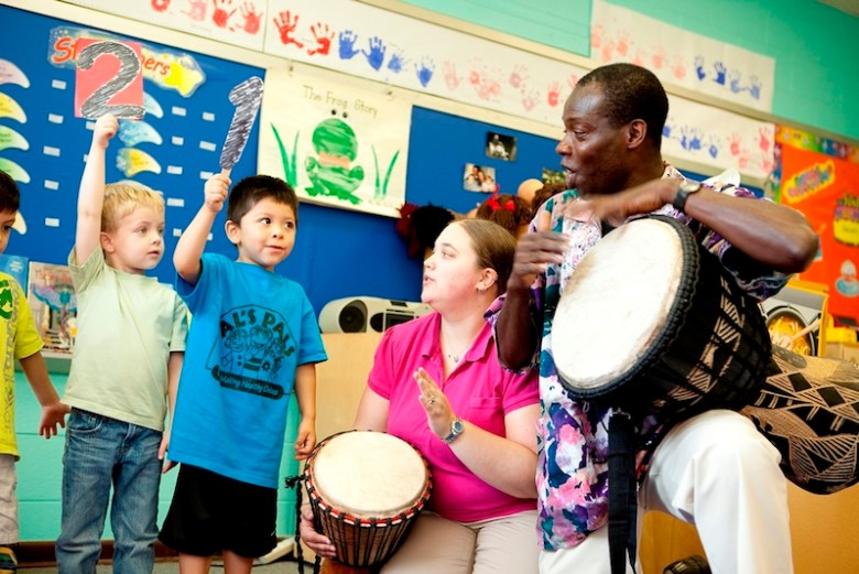 Musician and Wolf Trap Master Teaching Artist Kofi Dennis teaches counting through the arts concept of steady beat. Photo by Scott Suchman.