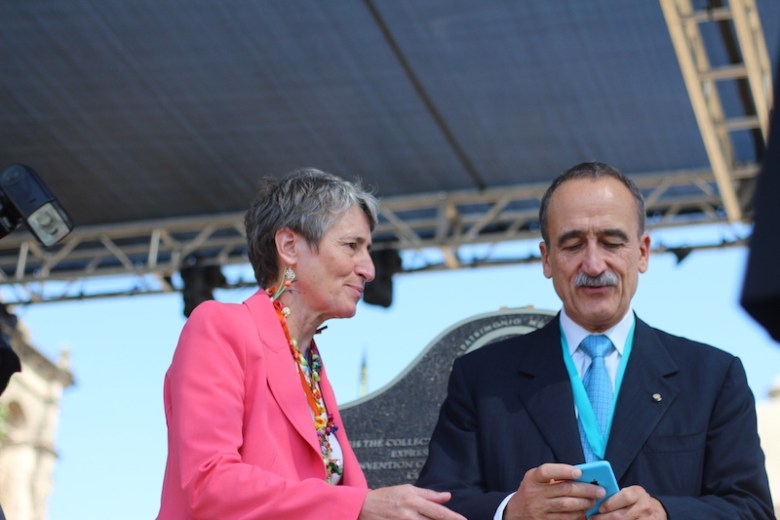 Secretary of the Interior Sally Jewell speaks with Enric Panés, Consul General of Spain in Houston. Photo by Joan Vinson.