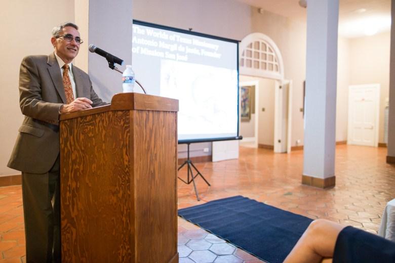 Professor Jesús F. de la Teja presents at The Worlds of a Texas Missionary: Antonio Margil de Jesús, Founder of Mission San José. Photo by Scott Ball.
