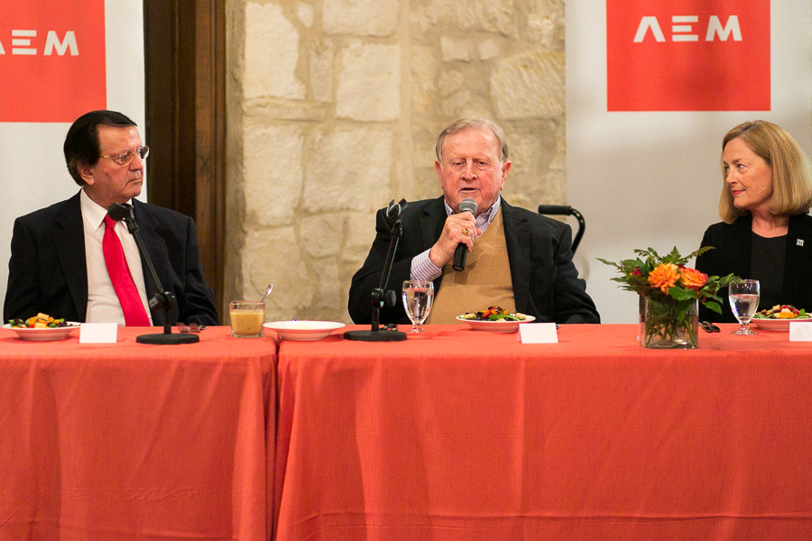 Red McCombs (center) addresses the crowd at the AEM lunch series. Photo by Scott Ball.