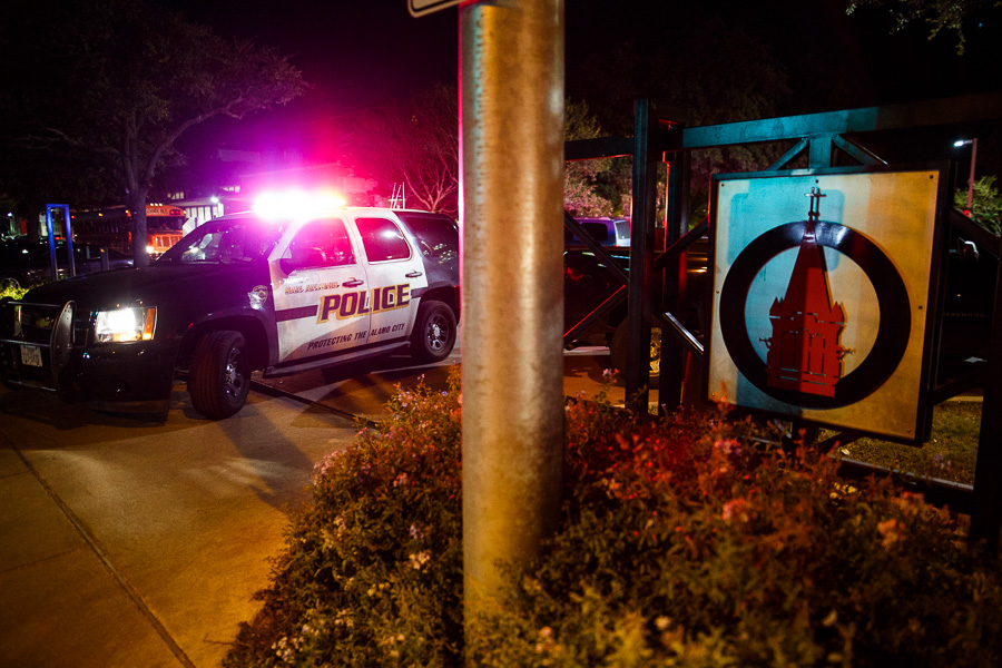 A SAPD vehicle is parked at the Hildebrand entrance to the University of Incarnate Word following the pursuit of a man armed with at least one rifle. Photo by Scott Ball.