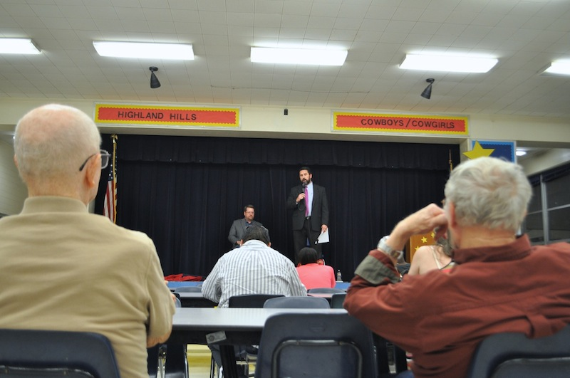 About 30 people gathered for the neighborhood forum on police union negotiations. Photo by Iris Dimmick.
