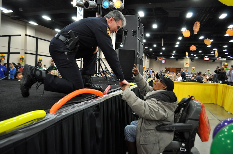 SAPD Chief William McManus shakes hands with Yvonne James during the opening ceremony. Photo by Iris Dimmick.