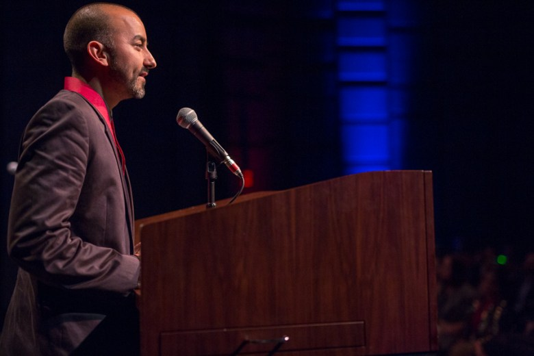 Honored artist Vincent Valdez gives his acceptance speech. Photo by Scott Ball.