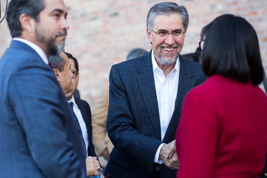 Centro San Antonio President Pat DiGiovanni shakes hands with Mayor Ivy Taylor as Councilman Roberto Treviño (D1) looks on. Photo by Scott Ball.