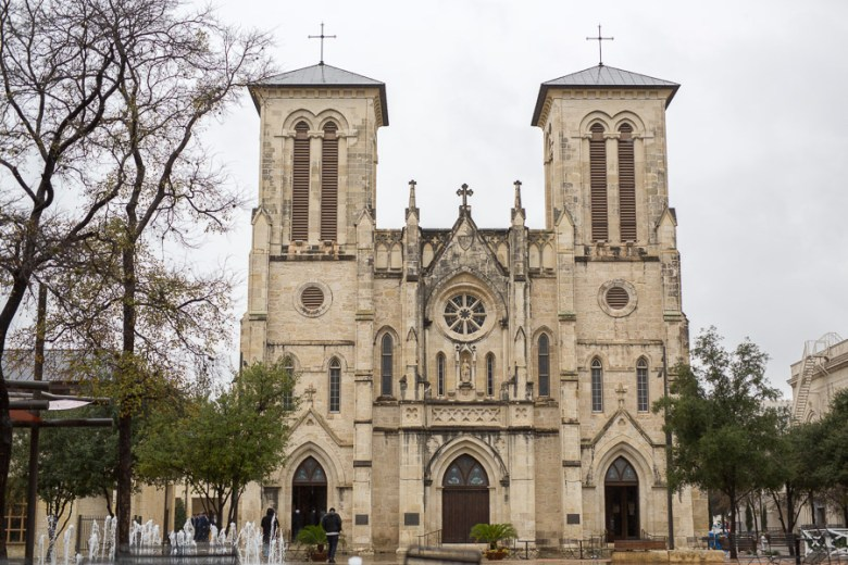San Ferndando Cathedral at Main Plaza does not allow openly carrried weapons. Photo by Scott Ball.