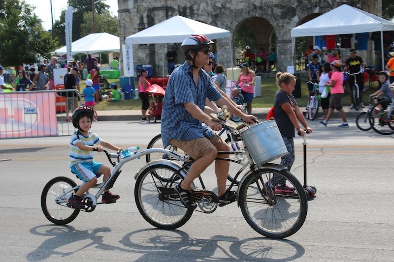 A family enjoys the open street at the YMCA's 9th Síclovía on Sep. 27, 2015. Photo courtesy of YMCA of Greater San Antonio.