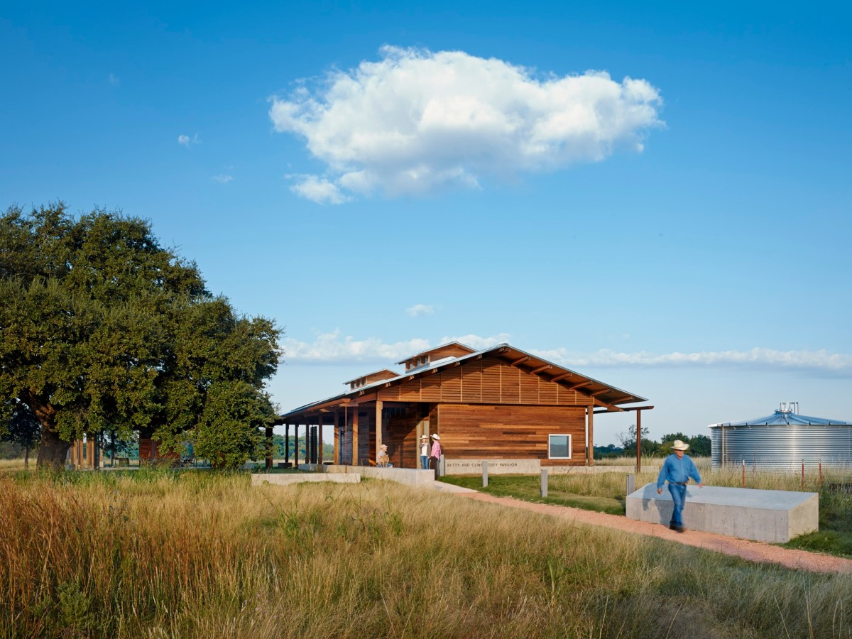 The Dixon Water Foundation Josey Pavilion. Photo by Casey Dunn courtesy of LAKE   FLATO ARCHITECTS.