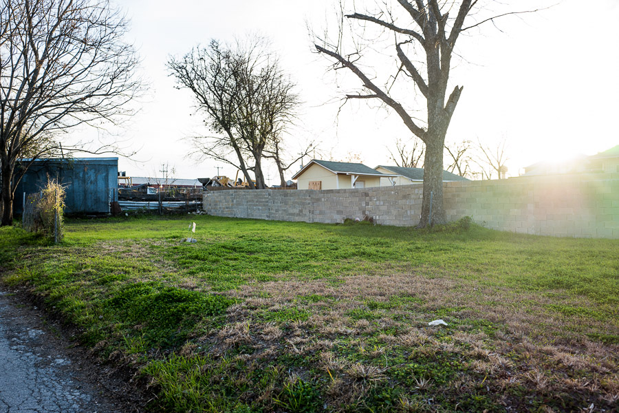 The lot on the 1000 block of Dawson Street in Dignowity Hill will be the future site of a Rising Barn project. Photo by Scott Ball.
