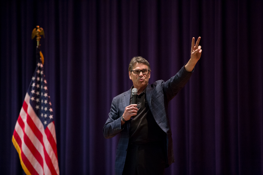 Former Texas Governor Rick Perry flashes the peace sign at the end of his speech endorsing Ted Cruz for President of the United States. Photo by Scott Ball.
