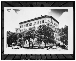 San Antonio City Hall circa 1960s. Historical photo courtesy of the Library of Congress.