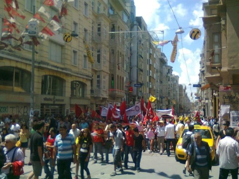 Protestors walking down Istiklal Street towards Taksim Square/Gezi Park in June 2013. Photo by Kathy Hamilton.