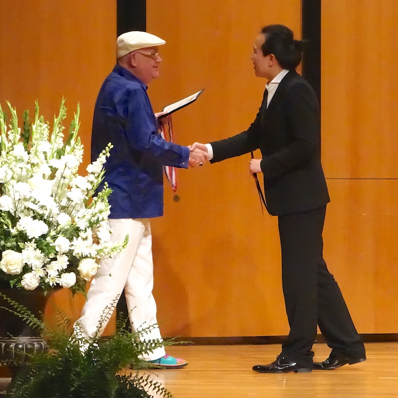 Thomas G. Duckworth, underwriter of the Silver Medal, congratulates this year's silver medalist Sung Chang. Photo by Susan Riley.