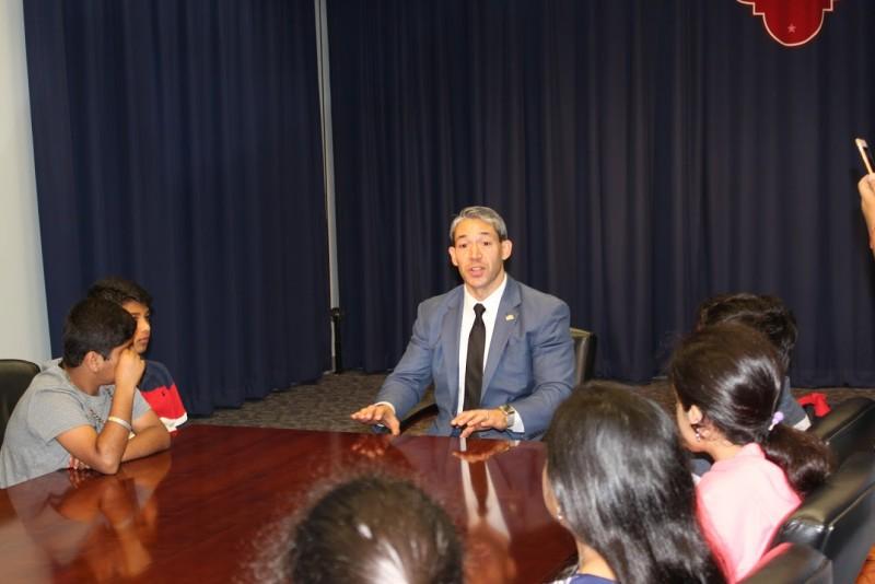 Councilman Ron Nirenberg (D8) talks to the students. Photo Courtesy of the San Antonio Youth Leadership Program.