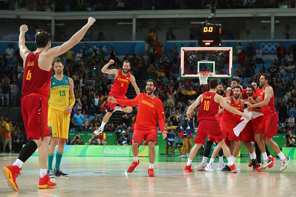 Team Spain celebrate winning the Men's Basketball Bronze medal game between Australia and Spain on Day 16 of the Rio 2016 Olympic Games at Carioca Arena 1 on August 21, 2016 in Rio de Janeiro, Brazil. Photo by Christian Petersen/Getty Images.
