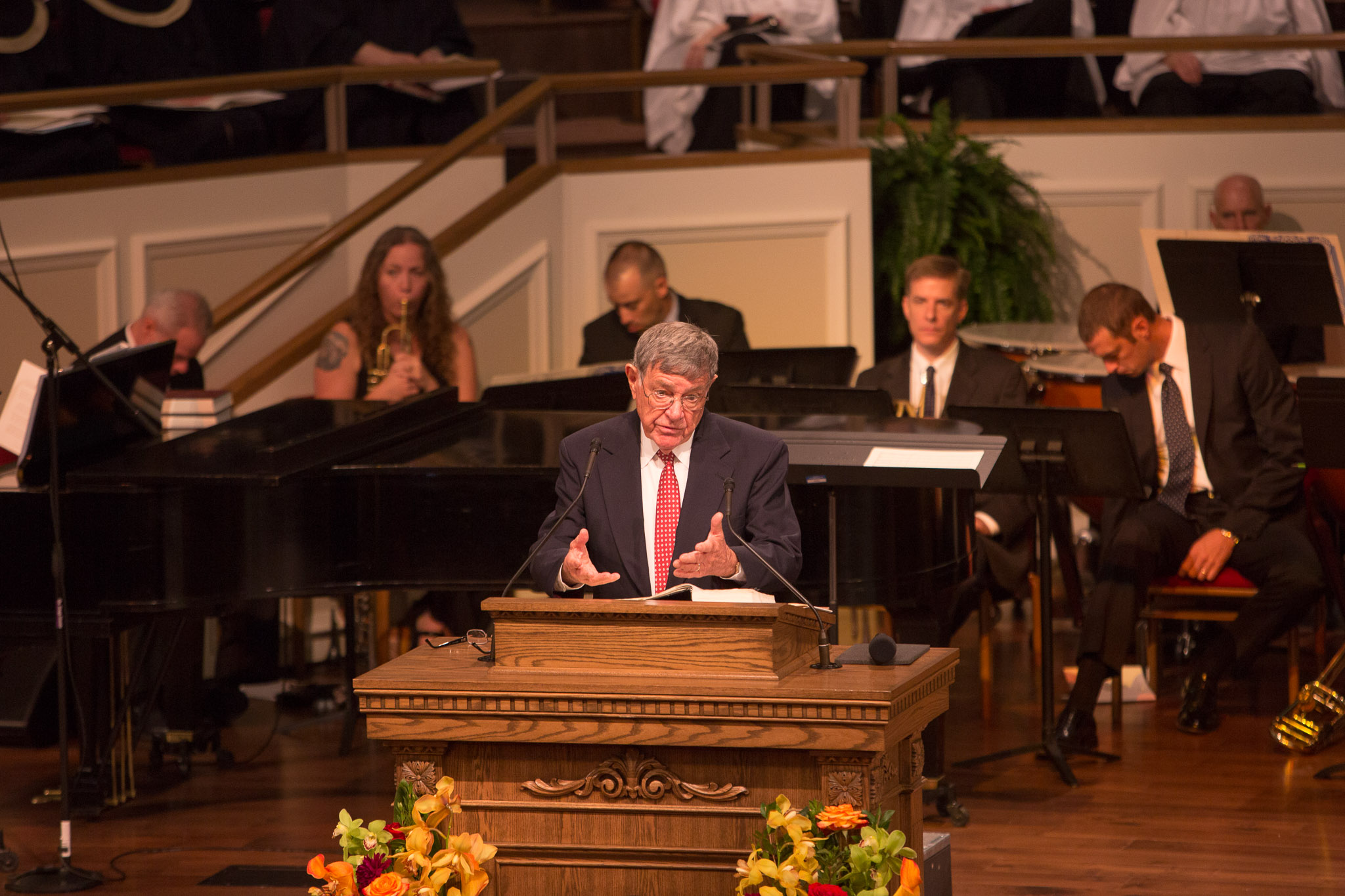 Dr. Earl Palmer gives a sermon on faithfulness and joy. Photo by Scott Ball.