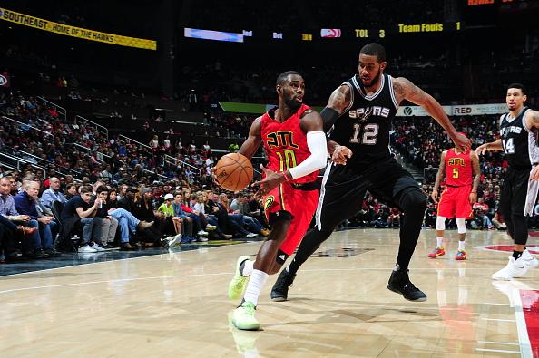 Tim Hardaway Jr. #10 of the Atlanta Hawks drives to the basket against the San Antonio Spurs on January 1, 2017 at Philips Arena in Atlanta, Georgia.