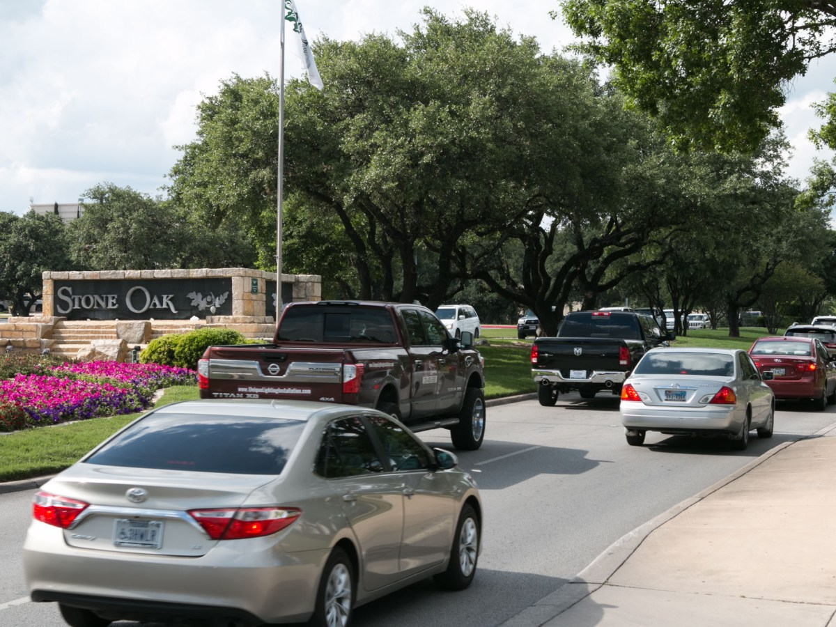 The Stone Oak Parkway is congested with traffic at rush hour.