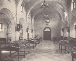 """Images from the book """"Monuments Erected by the State of Texas to Commemorate the Centenary of Texas Independence"""" show the original Alamo Museum interior."""