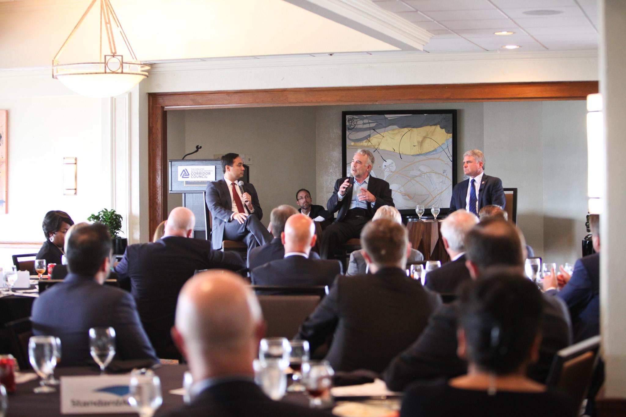 (From left to right) Congressmen Joaquín Castro (D-Texas), moderator Robert Rivard, and Congressman Michael McCaul (R-Texas) discuss issues os Washington at a bipartisan panel.