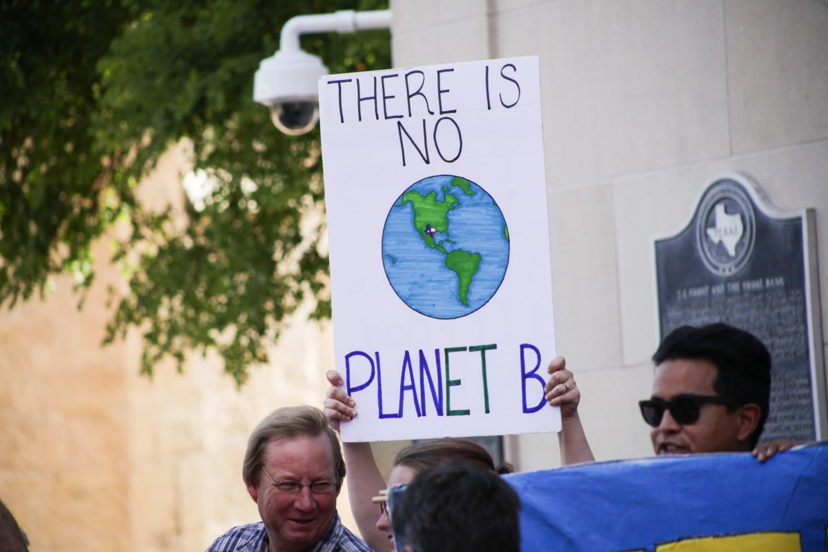 """Supporters hold up signs stating """"There is no plan(et) B"""" at the rally for the Paris climate accord."""