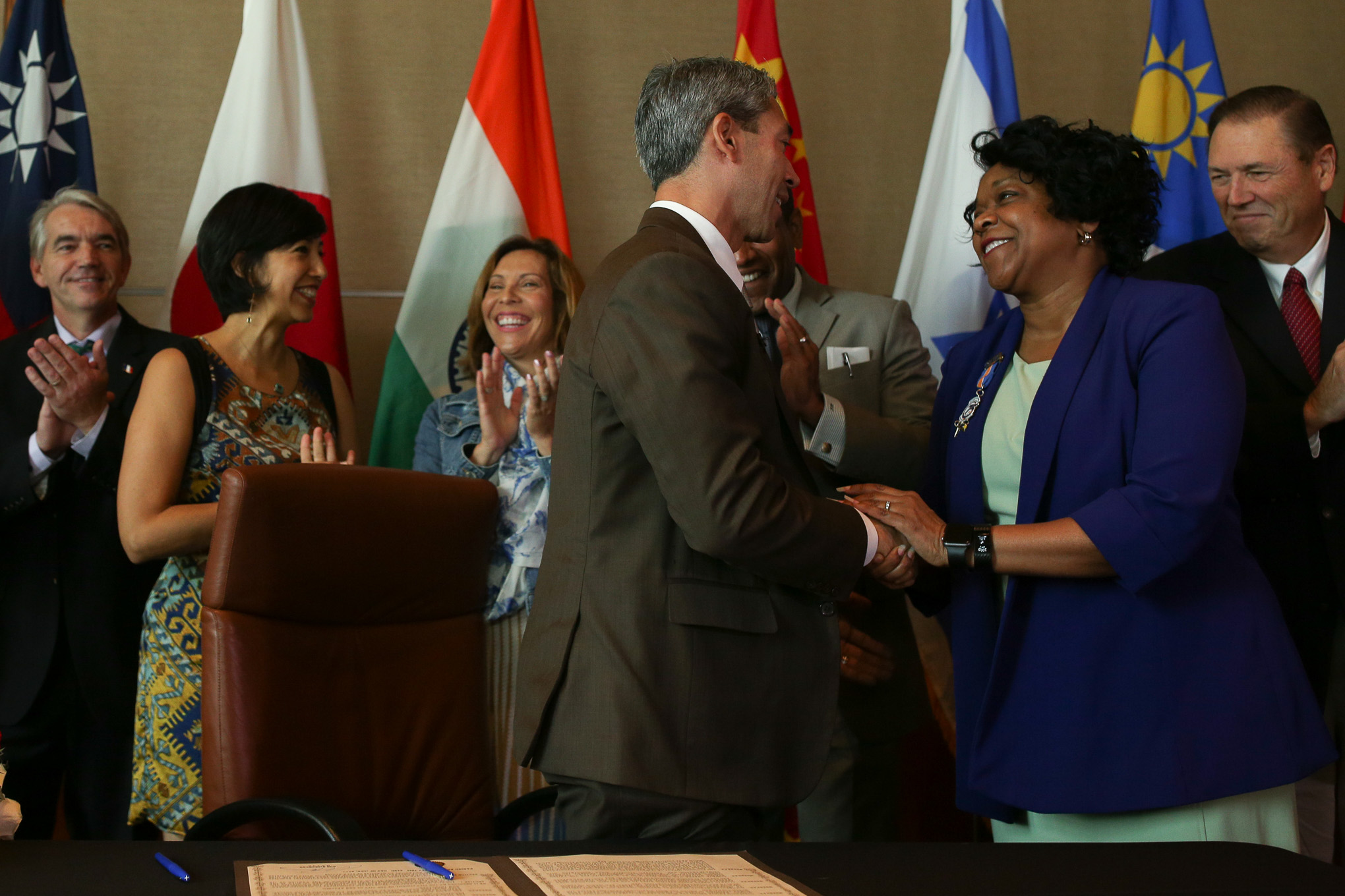 Mayor Ron Nirenberg with CPS Energy President and CEO Paula Gold-Williams following the signing a resolution in support of the Paris Agreement.