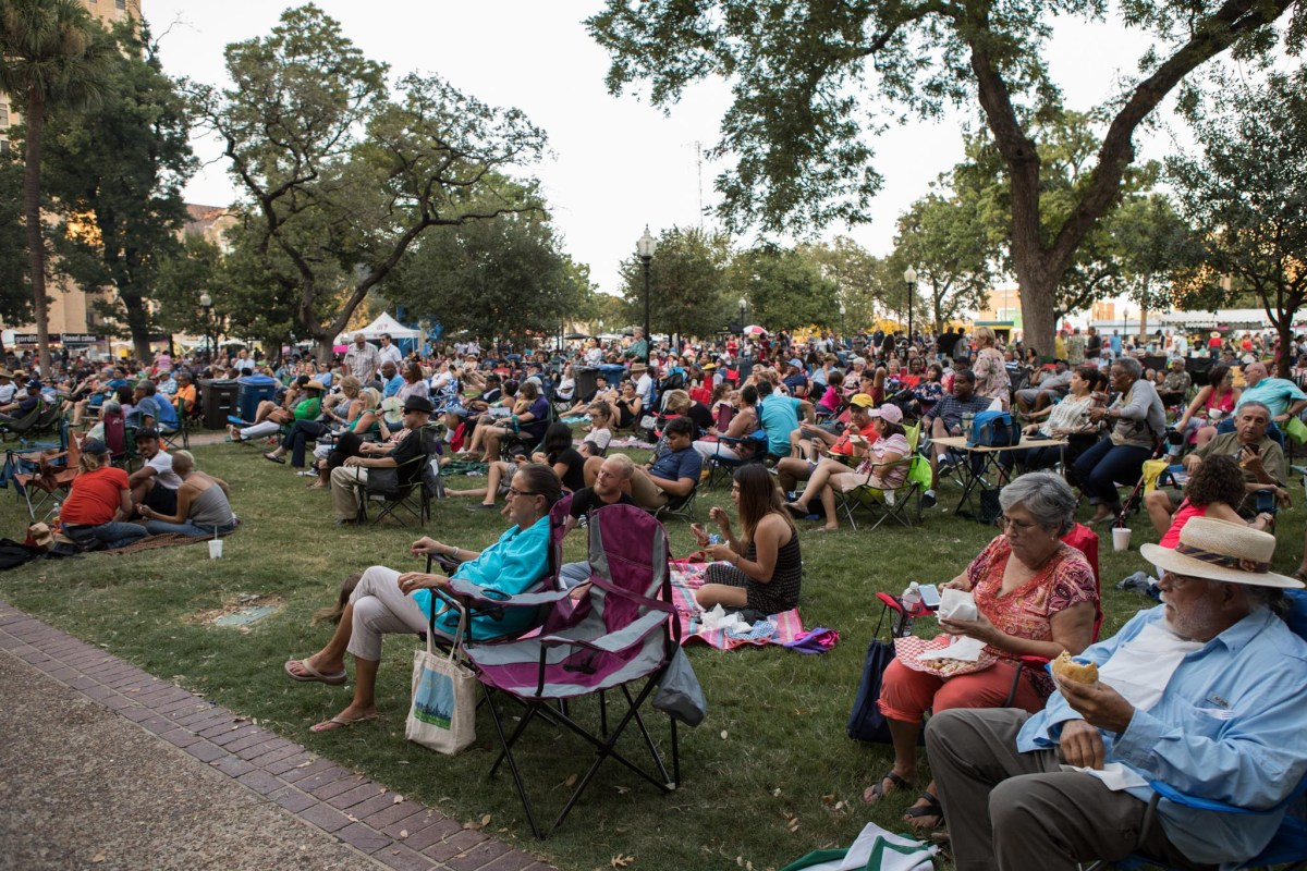 A large crowd gathers to listen to U.S. Air Force Band of the West Dimensions in Blue at Jazz'SALive 2017.